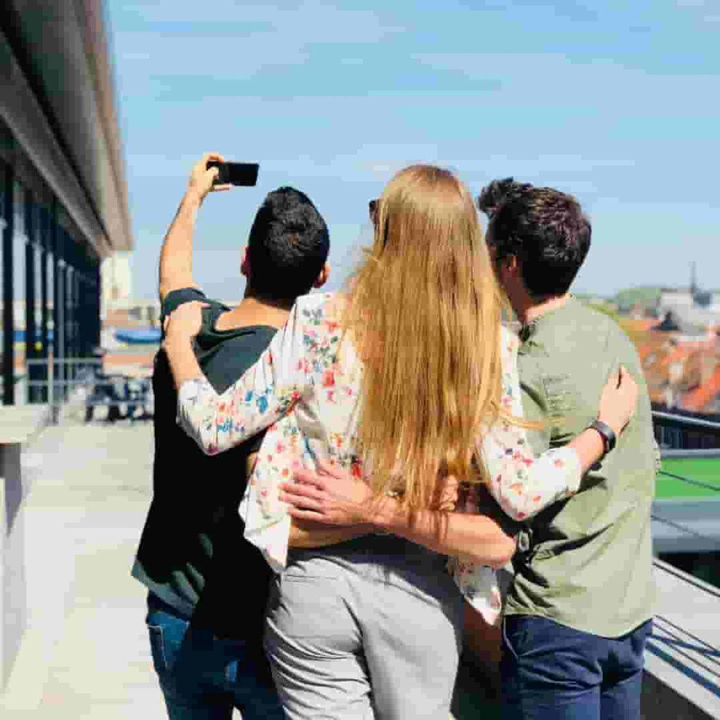 avoid-selfie-everywhere